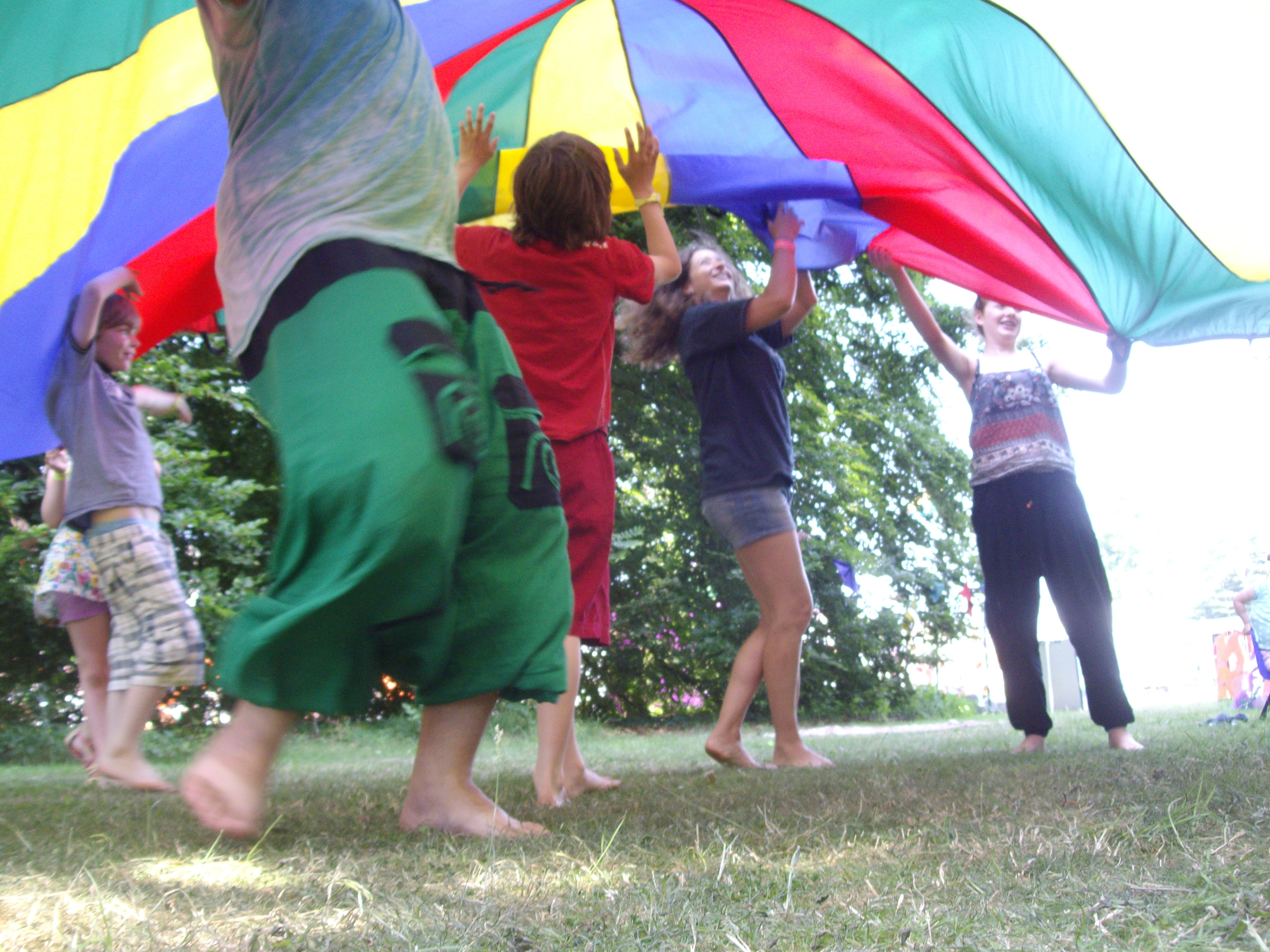 Colourfest 2013 – Kids area parachute games2